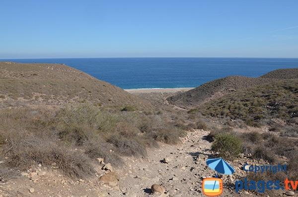 Accès à la plage Los Muertos en Andalousie