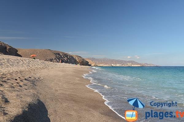 Grande plage sauvage à Carboneras