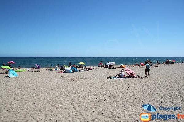 Grande plage de Mas Pinell en Espagne