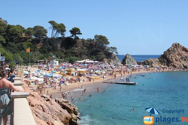 Accès à la plage de Mar Menuda à Tossa de Mar en Espagne