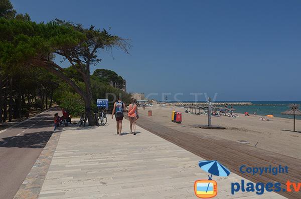 Promenade le long de la plage de Sant Martí d'Empúries