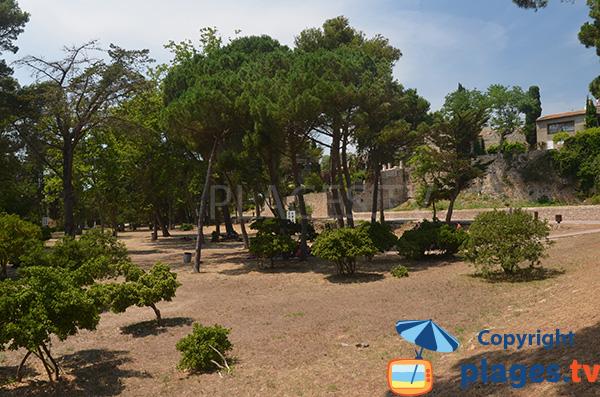 Parc au niveau de la plage Moll Grec et à côté du village de Sant Martí d'Empúries