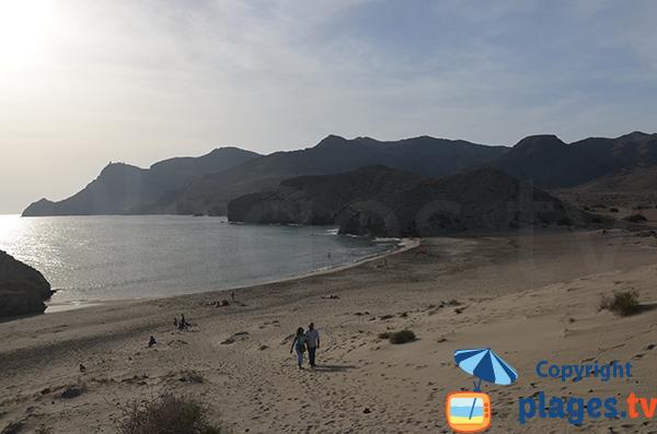 Plage de sable entre San Jose et le phare de Cabo de Gata