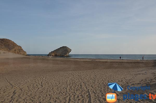 Rocher sur la plage de Monsul - San Jose - Espagne