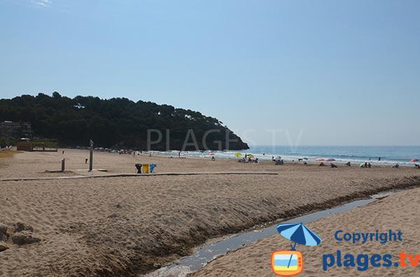 Cours d'eau sur la plage de Mora - Tarragone