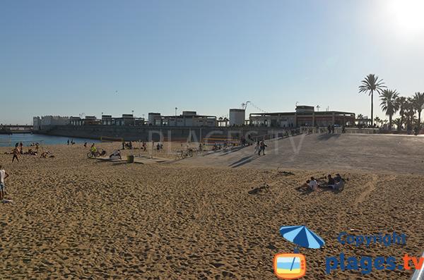 Accès à la plage de Nova Icaria côté Port - Barcelone
