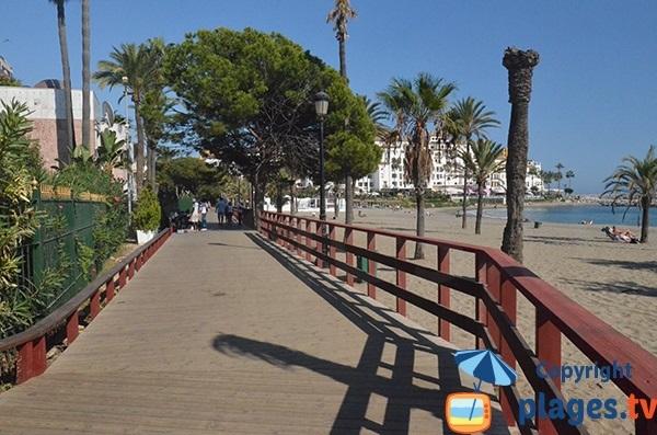 Promenade piétonne le long de la plage de Nueva Andalucia - Puerto Banus