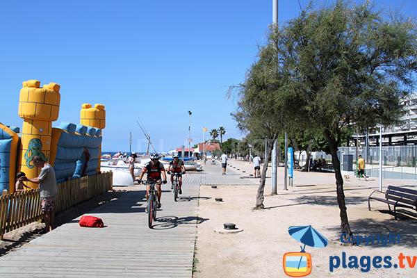 Promenade le long de la plage de Pineda de Mar