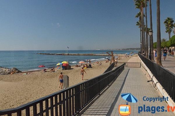 Accès pour les personnes à mobilité réduite sur la plage de Marbella - El Faro