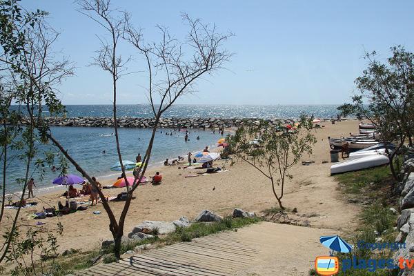 Access to the Ponent beach in Mataro