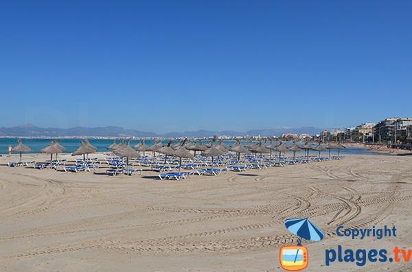 Plage d'Es Arenal avec vue sur la plage de Palma