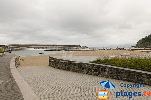 Accès à la plage du Port à Mutriku - Pays Basque Espagne