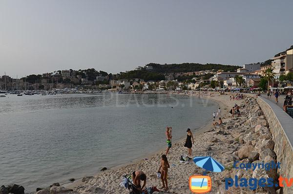 Rochers sur la plage de Port Soller