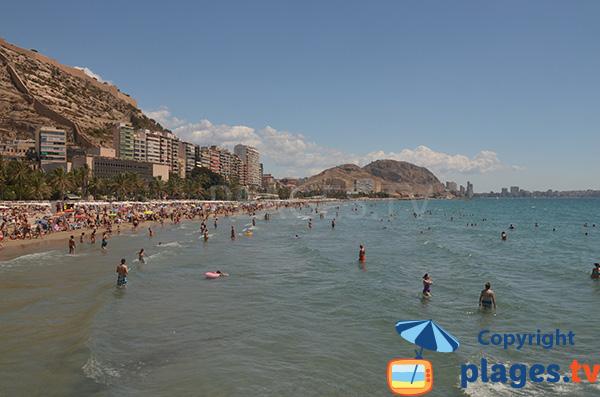 Baignade en pente douce à Alicante