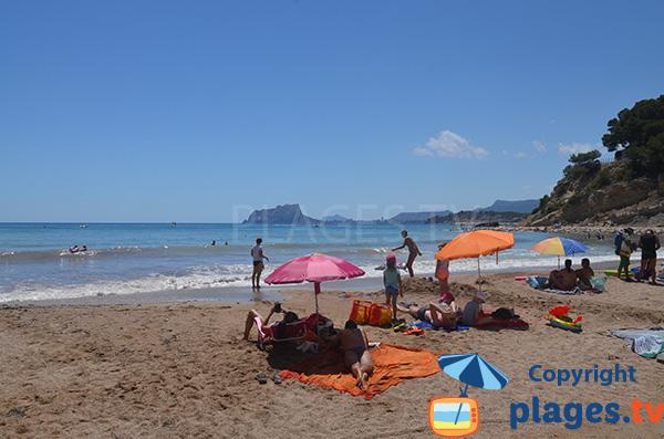 Vue sur Calpe depuis la plage du Portet à Moraira - Espagne
