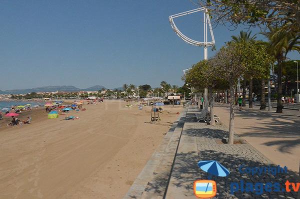 Promenade piétonne et plage de Cambrils