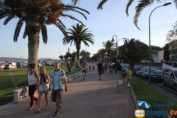 Promenade le long de la plage de l'Estartit - Espagne