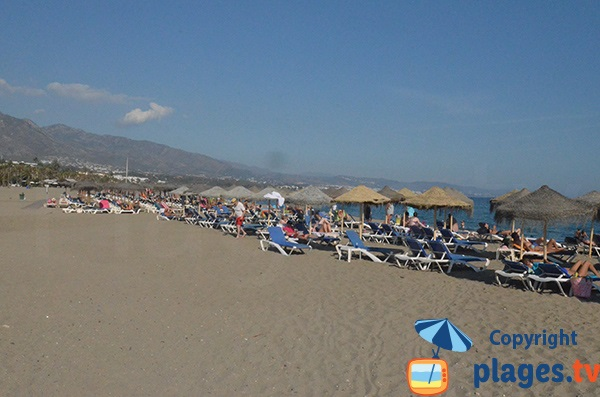 Location de matelas sur la plage de Puerto Banus - Espagne