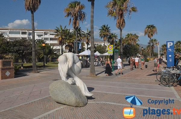 Promenade piétonne le long de la plage de Puerto Banus