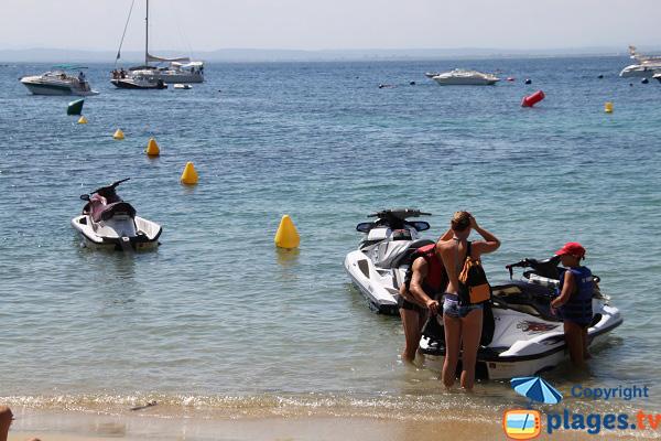 Sports nautiques sur la plage de la Punta de Roses