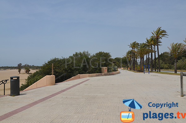 Promenade piétonne le long de la plage de la Puntilla - El Puerto de Santa Maria