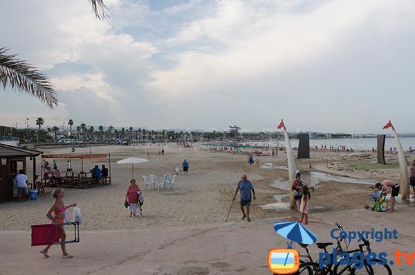 Grande plage de Playa de Pineda