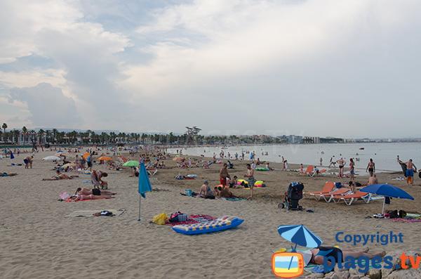 Plage à proximité de Salou à Playa de la Pineda - Raco