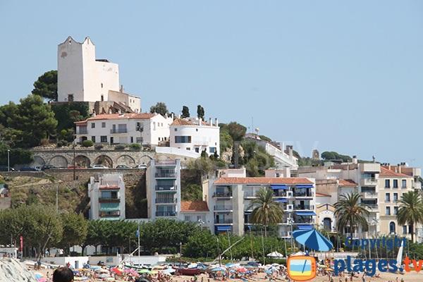 Sant Pol de Mar et son église depuis la plage