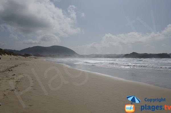 Plage de Ris à Noja avec vue en direction d'Isla Playa