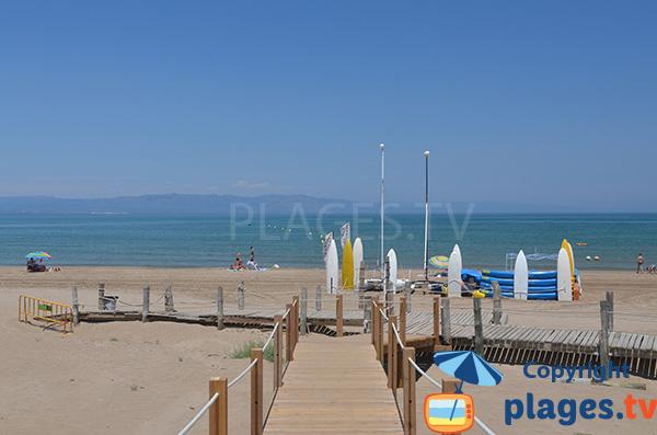 Centre nautique sur la plage de Riumar - Espagne