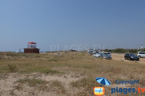 Dunes et parking de la plage de la Rubina à Empuriabrava