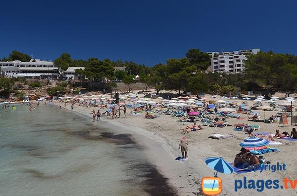 Baignade en pente douce à Ibiza à Portinatx