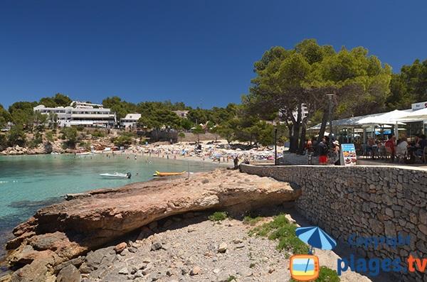 Restaurant avec vue sur la plage de Portinatx