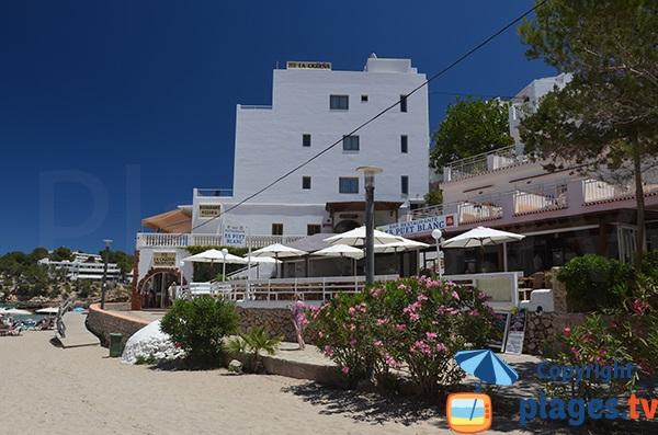 Restaurants autour de la petite plage de Portinatx