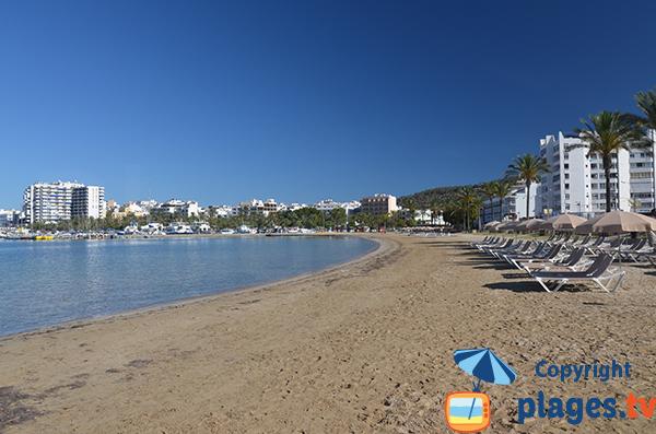Plage dans le centre de Sant Antoni de Portmany à Ibiza