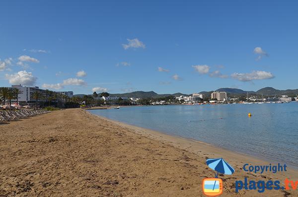 Photo de la plage de Sant Antoni de Portmany à Ibiza côté sud - Arenal