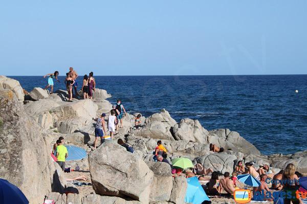 Rochers autour de la crique de Sa Boadella à Lloret de Mar