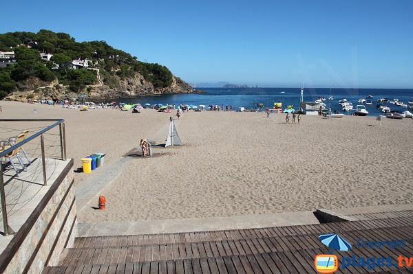 Tapis sur la plage de Sa Riera à Begur