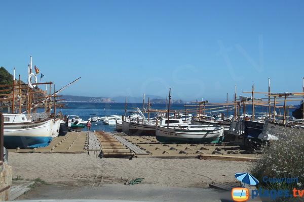 Barque de pêcheur dans la crique de Sa Riera - Espagne