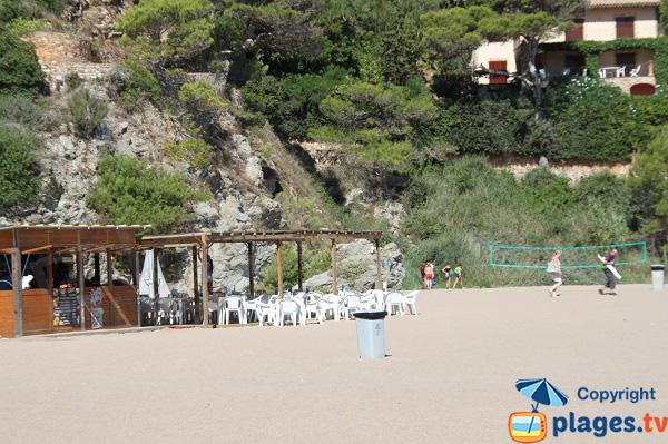 Sports sur la plage de Sa Riera à Begur