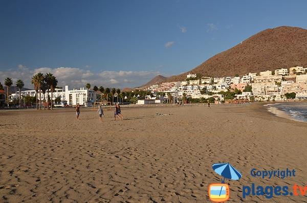 Beach soccer sur la plage de San José dans la province d'Alméria en Espagne