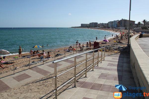 Immeubles autour de la plage de Blanes en Espagne