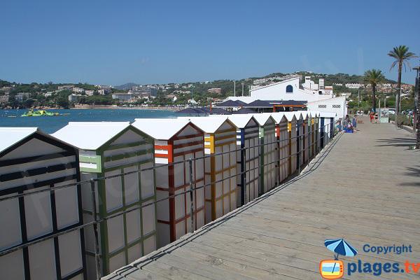 Cabines de bains sur la plage de Sant Pol - Sant Feliu de Guixols