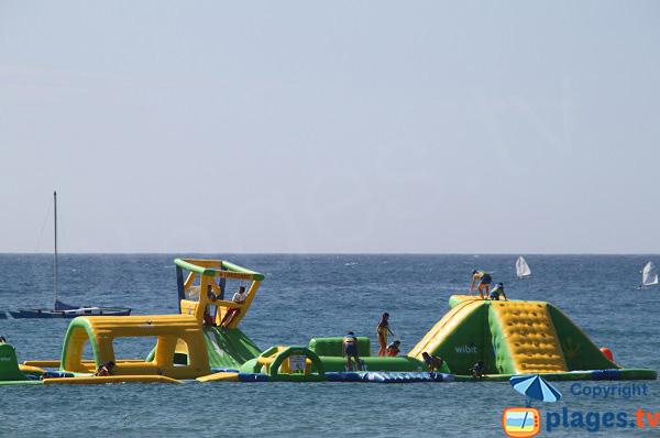 Jeux pour les enfants dans la mer - Plage de Sant pol à Sant Feliu de Guixols
