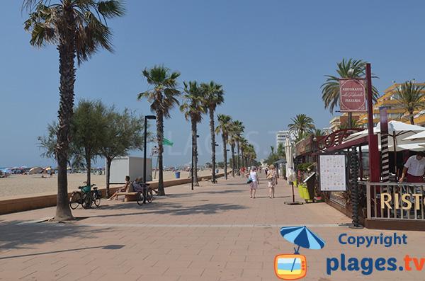 Promenade piétonne de la plage de Santa Margarida à Roses - Espagne
