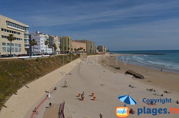 Front de mer de Cadix au niveau de la plage de Santa Maria