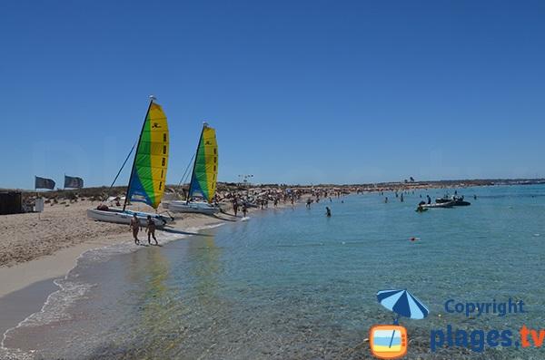 Centre nautique sur la plage de Ses Illetes - Formentera