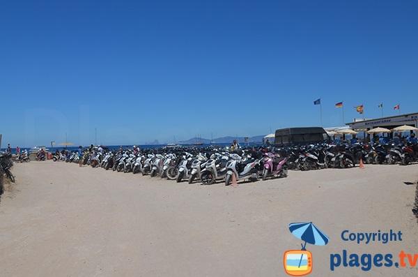 Parking de la plage de Ses Illetes à Formentera