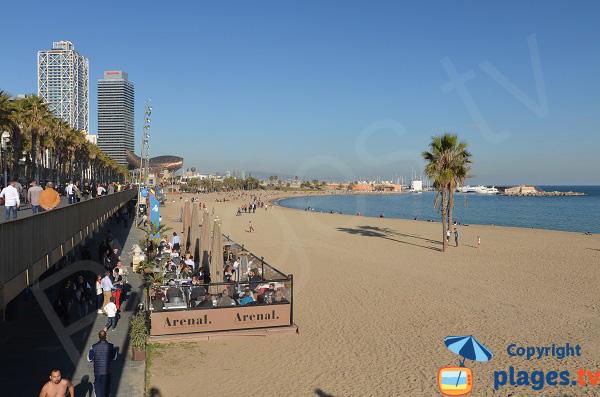 Restaurants sur la plage de Somorrostro à Barcelone