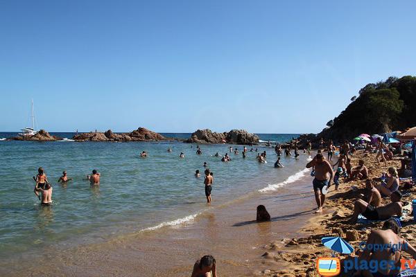Crique à côté de la plage de Santa Christina en Espagne - Lloret de Mar